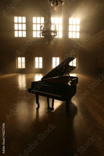 Fototapeta premium Grand Piano in Light