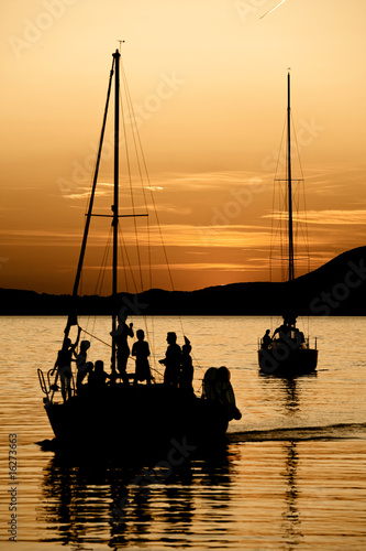 Foto-Kissen - Sailing at sunset, kids playing on the boat