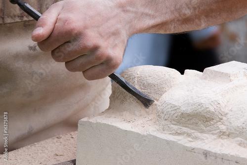 Canvastavla Close up of a sculptor at work