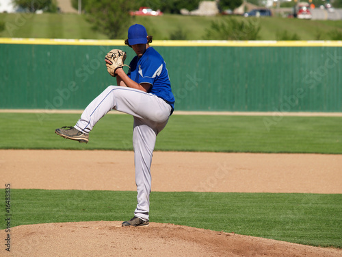 Photo  high school baseball pitcher