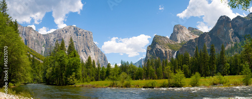 A panaromic view of Yosemite Valley Wallpaper Mural