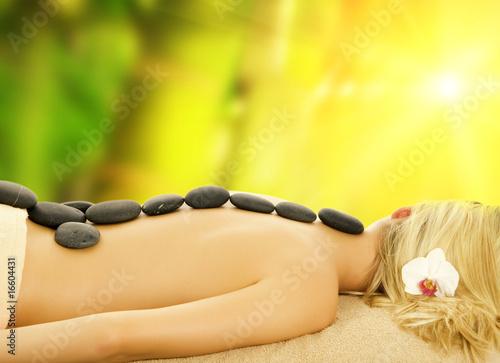 Doppelrollo mit Motiv - Massage with hot volcanic stones ....