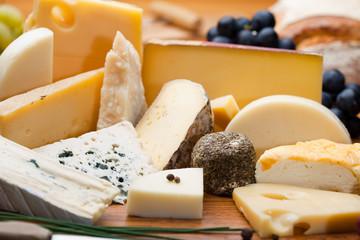 Fototapeta Assortiment et plateau de fromage