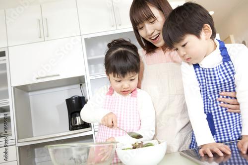 Fotografía  料理を手伝う子供達
