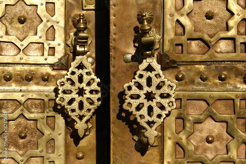 Papiers peints Maroc Brass gate with doorknockers. Marrakech, Morocco