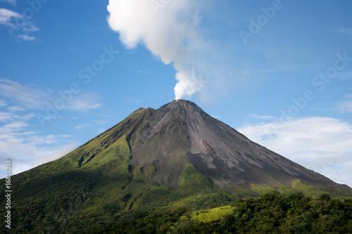 Canvastavla Arenal volcano in Costa Rica