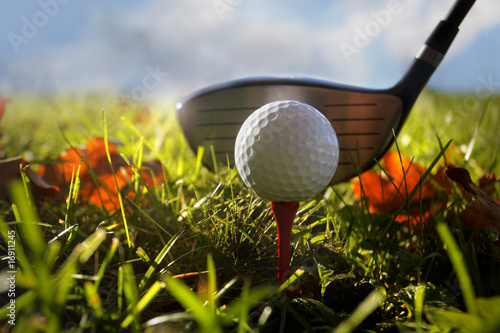 Fotobehang Golf Golf club and ball in grass