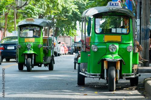 In de dag Bangkok Tuk-tuk taxis in Bangkok