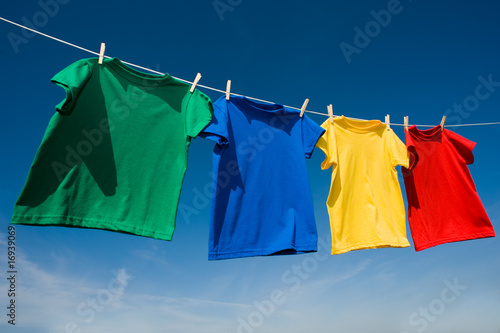 Fotografia, Obraz  Primary Colored T-Shirts on a clothesline