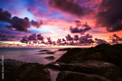 Papiers peints Grenat Tropical sunset on the rocks