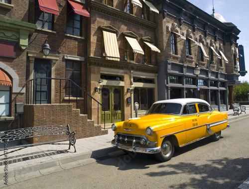 Canvas Print Old American Taxi in a old town