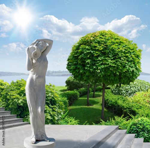 Foto-Stoff bedruckt - parkway sculpture and green tree on blue sky under the sun. (von EGORK)