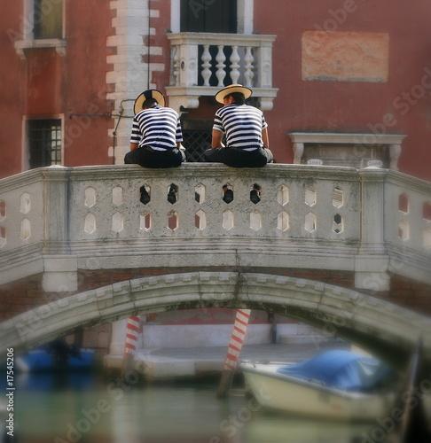 gondolier sur le pont à Venise Canvas Print