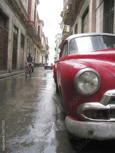 Deurstickers Cubaanse oldtimers Rainy Cuban Street