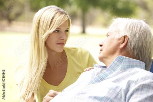 80-летний старик женится на 12-летней девочке