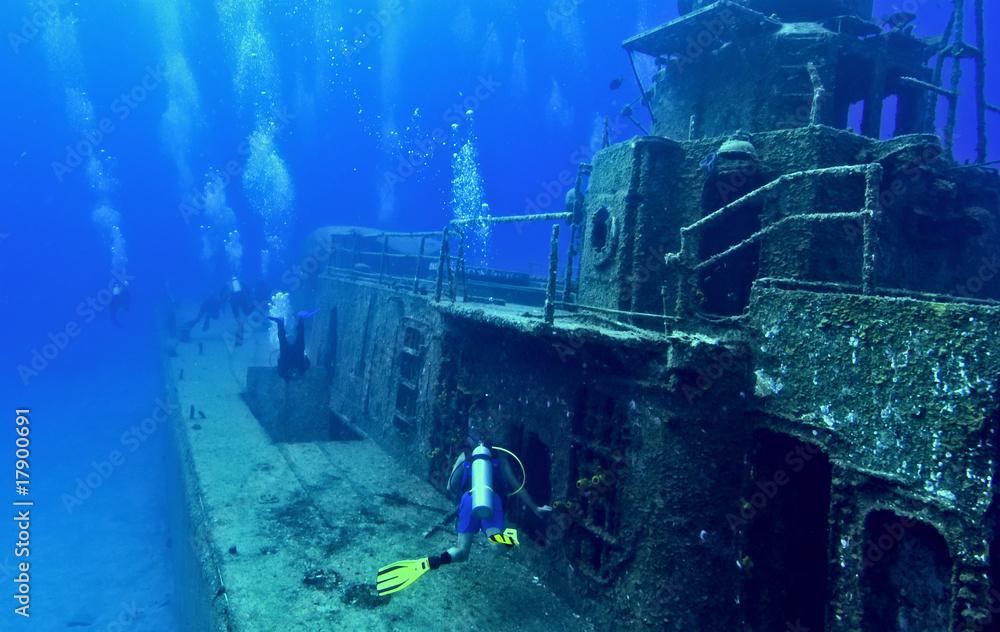 Fototapeta Exploring a shipwreck