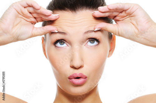 female face with wrinkles on her forehead Billede på lærred