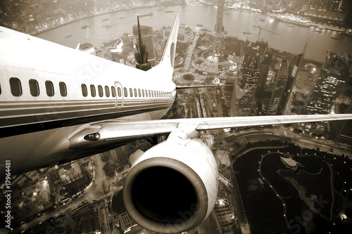 Photo sur Plexiglas Avion à Moteur the airplane take off from the city night.