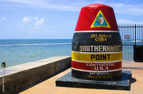 Photo Southernmost point in continental USA in key west,florida