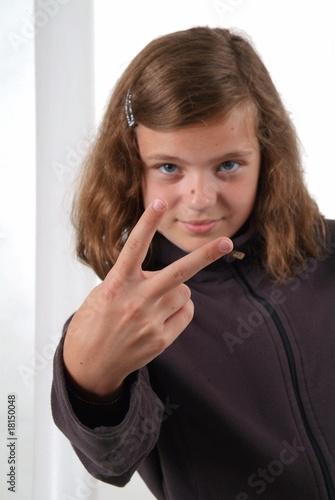 junges mädchen fingert