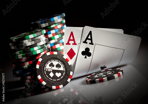 Fotografija  gambling chips and aces