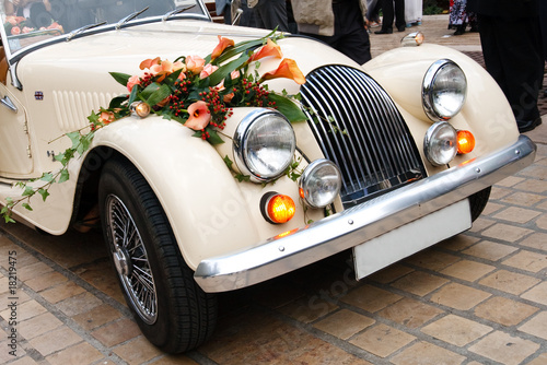 Keuken foto achterwand Vintage cars Vintage Wedding Car Decorated with Flowers