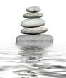 Steinturm und Wasser