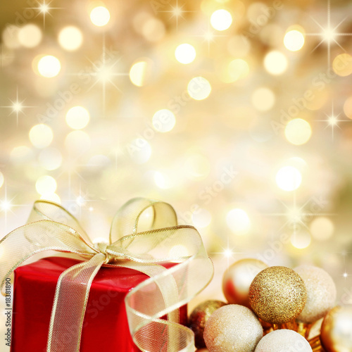 Photo  Christmas gift and baubles on defocused lights background
