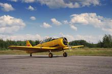 Vintage Plane Prepares For Take-off (2)