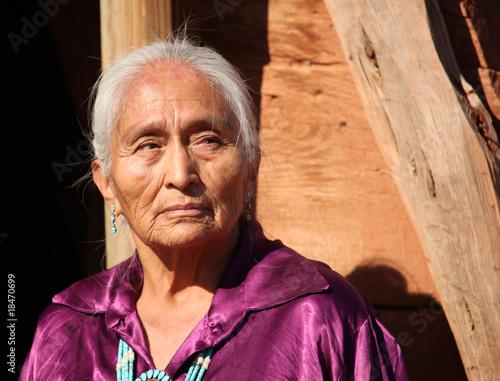 fototapeta na lodówkę Piękna 77 lat stary Navajo Kobieta w podeszłym wieku