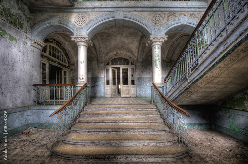 Photo sur Toile Ancien hôpital Beelitz Old stairs in Beelitz