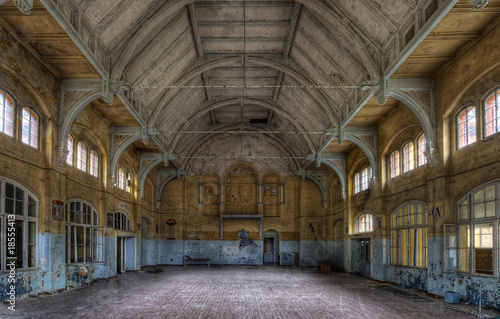 Photo sur Toile Ancien hôpital Beelitz old sports hall