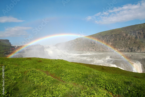 Tuinposter Wit Rainbow on Gulfoss waterfall