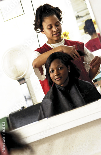 Fotografie, Obraz  African American woman getting a haircut