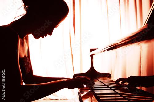 Stampa su Tela woman playing piano