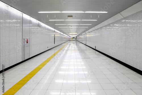 Fototapety do łazienki   bialy-tunel