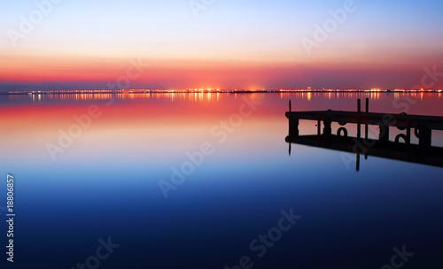 Fotobehang Pier atardecer en el lago