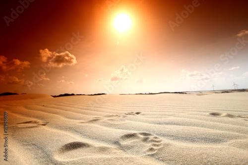 pomaranczowe-slonce-nad-pustynia