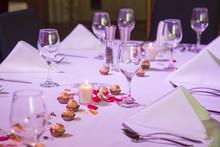 Set Restaurant Table For Speci...