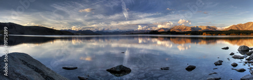 Spoed Foto op Canvas Nieuw Zeeland Lake Sunset Panorama in New Zealand