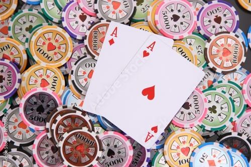 rote Asse Poker Chips Wallpaper Mural