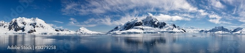 Photo sur Aluminium Antarctique Paradise Bay, Antarctica - Majestic Icy Wonderland