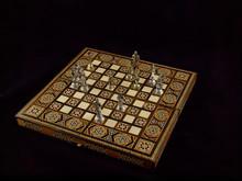 Chess: The Decisive Moment