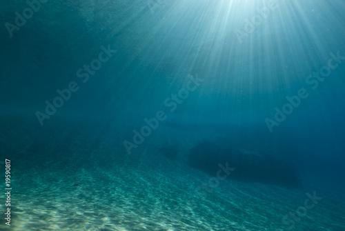 Staande foto Zee / Oceaan Ripples of sunlight underwater
