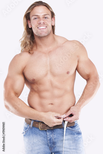 Valokuva  Athletic sexy male body builder with the blonde long hair. gladi