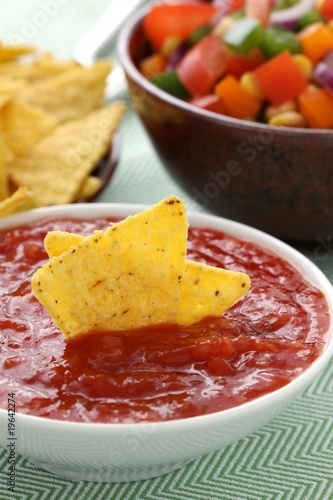 Poster Fleur Tortilla Chips mit Dip und Gemüsesalat