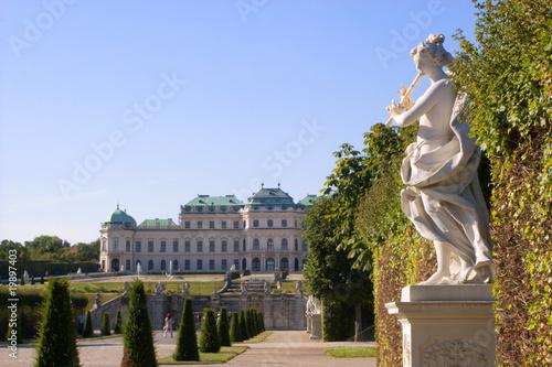 Staande foto Wenen Vienna - Belvedere palace - park and statue