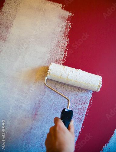 peinture blanche au rouleau