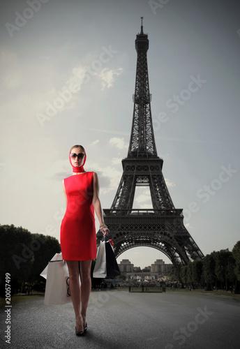 Obraz Shopping in Paris - fototapety do salonu