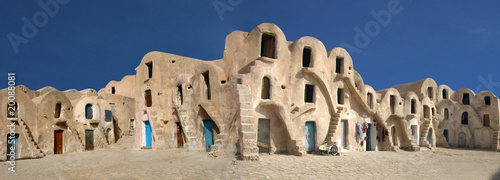 Staande foto Tunesië caravansérail dans le désert de tunisie